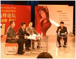 200408梁中国担任电视论坛嘉宾