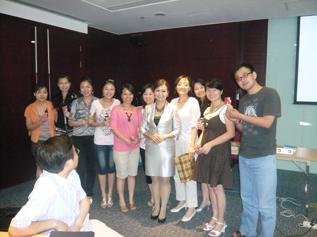 祁娜老师与学员合影