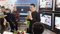 袁良老师在2010年全国书展北京国展中心主题演讲,人山人海