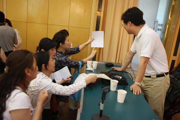 郑委老师与学员互动