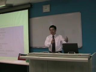 丁品洋老师正在演讲