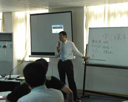 韩金钢老师正在上课
